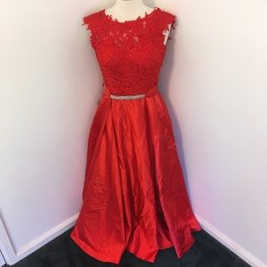 Dresses & Skirts - New Red Lace Bodice Formal Prom Dress Ball Gown